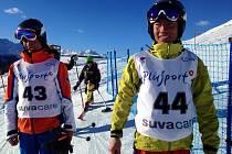 Afghánští lyžaři Sayed Alishah Farhang a Sajjad Husaini