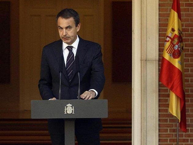 Šanělský premiér Jose Luis Rodriguez Zapatero oznamuje zatčení Mikela Garikoitze Aspiazua, vojenského šéfa baskické separatistické organizace ETA.
