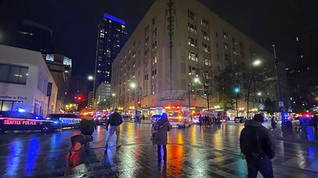 Záchranáři na místě střelby v americkém Seattlu
