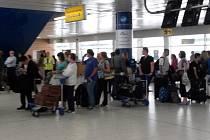 Nejpozději dnes by měla skončit evakuace asi tří tisíc britských turistů, kteří se momentálně nacházejí v Tunisku.
