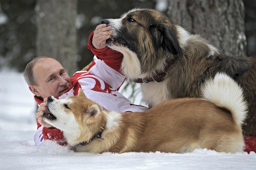 Vladimír Putin a jeho láska ke psům.