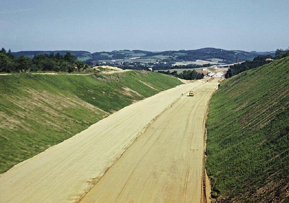 Historické snímky ze stavby dálnice D1