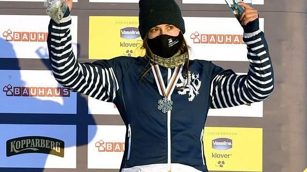 Česká snowboardcrossařka Eva Samková s bronzovou medailí z MS.