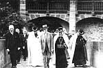 Prezident Tomáš Garrique Masaryk s dcerou Alicí při návštěvě Bouzova