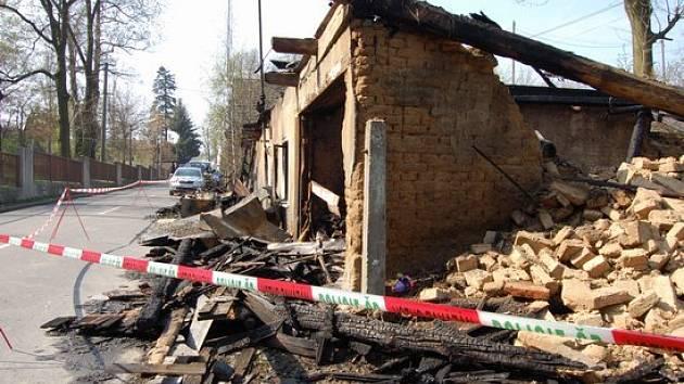 Zničený dům po požáru ve Vítkově.