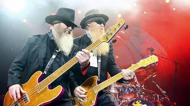 """Legendární americká """"jižanská"""" skupina ZZ Top vystoupila 26. května 2009 v Pražské Tesla Aréně."""