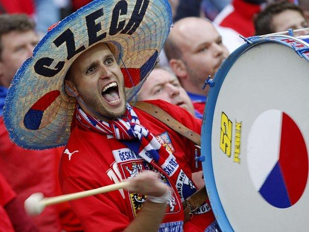 Čeští fanoušci na ženevském stadionu.