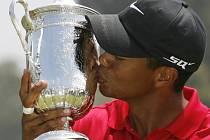 Po nervy drásající bitvě vyhrál Tiger Woods US Open a ohlásil pauzu.