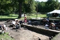Při archeologických vykopávkách pomáhají i Američané.