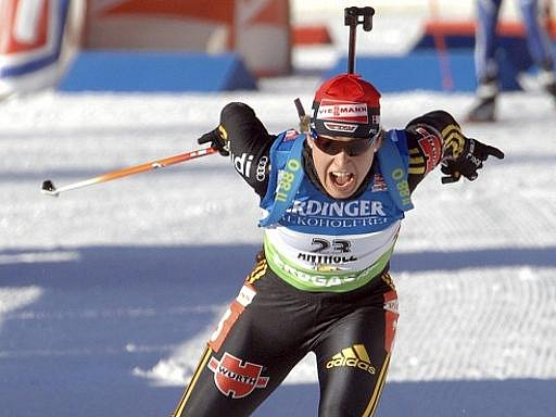 Německá biatlonistka Magdalena Neunerová se raduje z triumfu v závodě SP na 15 km v Anterselvě-