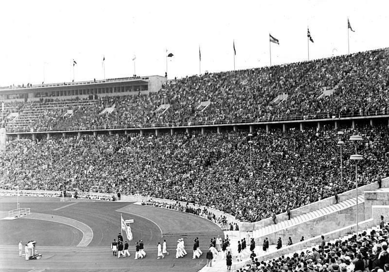 Olympiáda v Berlíně v roce 1936. Na snímku je záběr z úvodní přehlídky národních týmů.