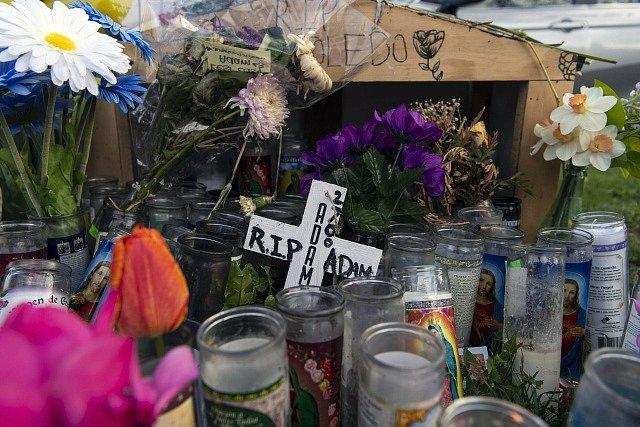 Pietní místo po zastřelení 13letého kluka v Chicagu.