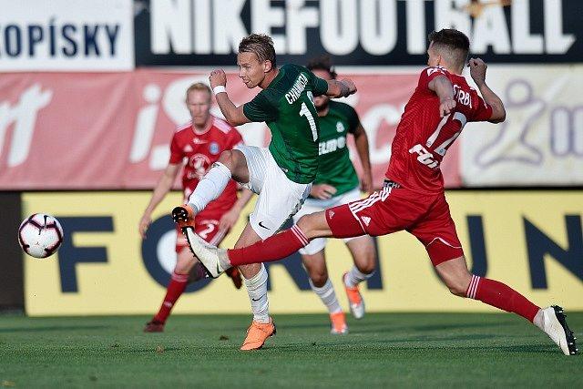 Utkání 6. kola první fotbalové ligy FK Jablonec - Sigma Olomouc. Zleva Jan Chramosta z Jablonce a Jan Štěrba z Olomouce.