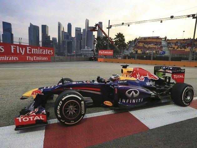 Sebastian Vettel v tréninku na Velkou cenu Singapuru.