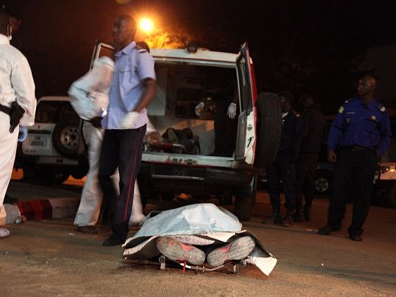 Útok islamistů na hotel Radisson Blu si vyžádal 27 obětí.