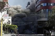 Výšková budova ve městě Gaza, v níž měla kanceláře agentura AP a katarská televize Al-Džazíra,  byla15. května 2021 zasažena po izraelském náletu