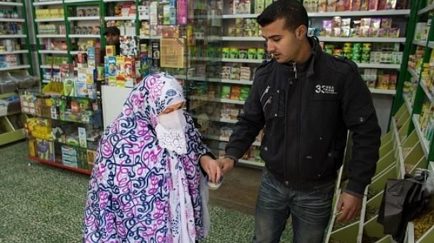 Ekonomická krize a vysoké ceny léků nutí Egypťany, aby stále častěji sahali po bylinných přípravcích.