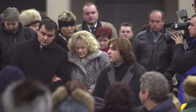 Eva Pilarová na pohřbu Heleny Růžičkové