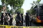 Útoky na kostely v Indonésii