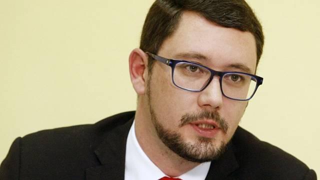Mluvčího Hradu Jiřího Ovčáčka rozčílil postup Twitteru
