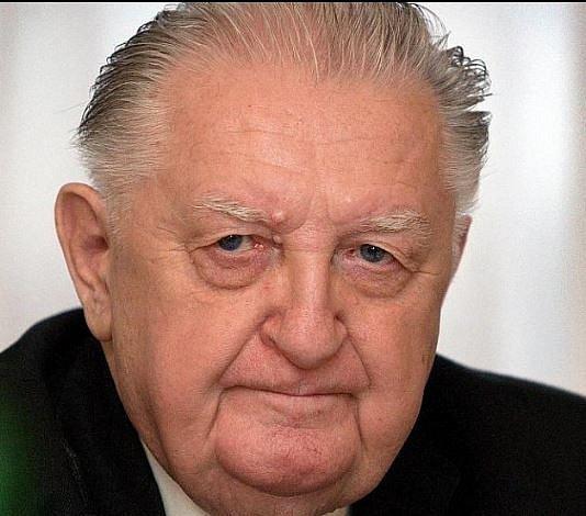 František Čuba jako senátor a krajský zastupitel. Zemřel letos v létě