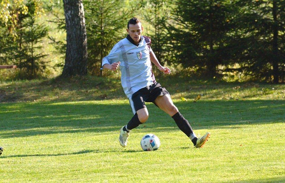 Jan Kužel, útočník Sokola Kruh, účastníka okresní soutěže na Semilsku, vsítil úvodních 13 branek týmu v sezoně.