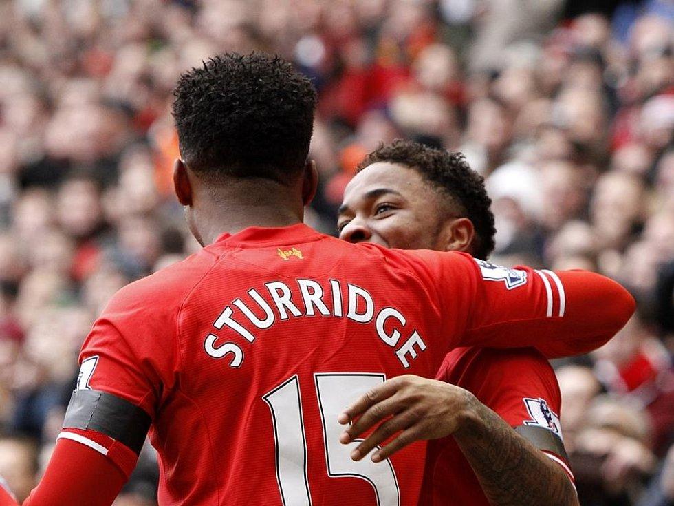 Daniel Sturridge a Raheem Sterling ještě v dresu Liverpoolu slaví vysoké vítězství nad Arsenalem.