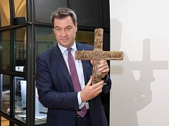Bavorský premiér Markus Söder pověsil kříž ve vstupní hale úřadu bavorské vlády