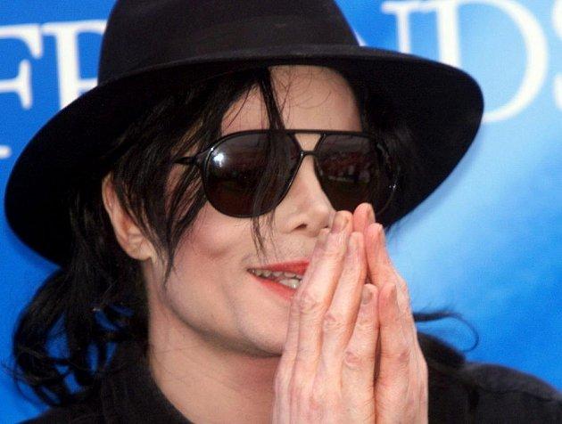 Michael Jackson už nikdy nezazpívá.