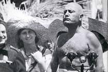 Mussolini se narodil v roce 1883 v Predappiu nedaleko Rimini, kde je také pochován, a mnoho obchodů v oblasti nabízí suvenýry, které ho připomínají. Ilustrační foto.