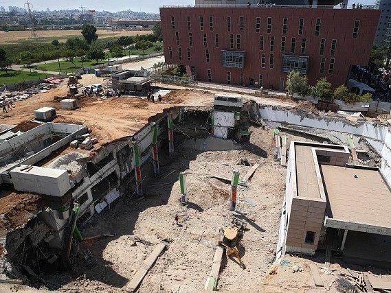Na severovýchodě Tel Avivu se v pondělí zřítily rozestavěné čtyřpatrové garáže.