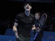 Andy Murry při finále Turnaje mistrů proti Novaku Djokovičovi.