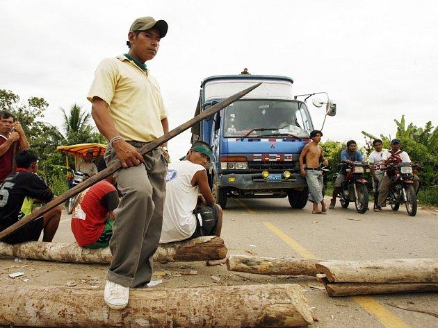 Protestující peruánští indiáni.