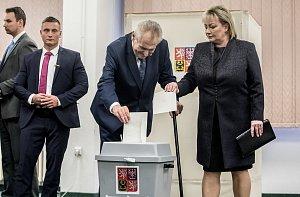 Prezident Miloš Zeman nakonec odvolil