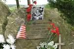 Pamětní deska Raymonda Reutera na místě sestřelu