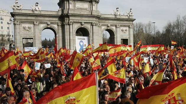 Demonstrace proti aktivitám baskických separatistů ve Španělsku. Ilustrační foto.