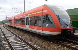 Vlak Stadler GTW v barvách DB Regio.
