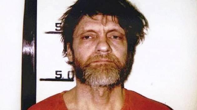 Terorista po zatčení. Theodor Kaczynski na policejním identifikačním snímku poté, co byl konečně dopaden