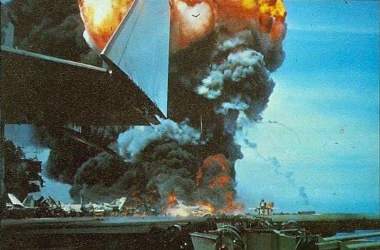 Palubu USS Forrestal zničil 29. července 1967 ničivý požár