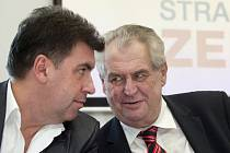 Poradce prezidenta Miloše Zemana Martin Nejedlý dostal od ministerstva zahraničí na žádost Pražského hradu diplomatický pas.