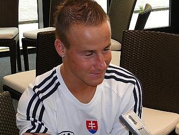 Miroslav Stoch věří, že v utkání roku proti Čechům nastoupí.