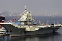 Čínská letadlová loď Liaoning.