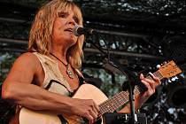 Na hudebním festivalu Dobře utajená country ve Slabcích vystoupila i Věra Martinová.