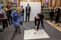 Slavnostní otevření nových samostatných prostor sekce sportu a mládeže MŠMT za účasti ministryně školství Kateřiny Valachové a premiéra Bohuslava Sobotky proběhlo 22. prosince v Praze.