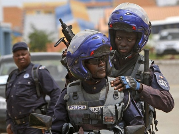 Přes tisíc civilních obětí si v Angole vyžádaly násilnosti z minulého týdne, při kterých se policie střetla se stoupenci křesťanské sekty hlásající konec světa.  Ilustrační foto.