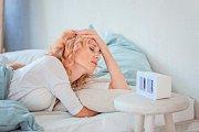 Bolest hlavy a migréna. Někdy člověk ani nemůže vstát z postele.