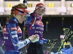 Gabriela Koukalová (vlevo) a Veronika Vítková během tréninku na SP v Novém Městě na Moravě.