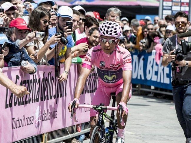 Alexander Quintana udržel před závěrečnou etapou Gira d'Italia první místo.
