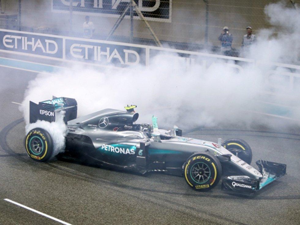 Show pro fanoušky. Nico Rosberg slaví premiérový titul mistra světa.