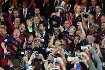 Barcelona po ligovém titulu vyhrála i Španělský pohár.